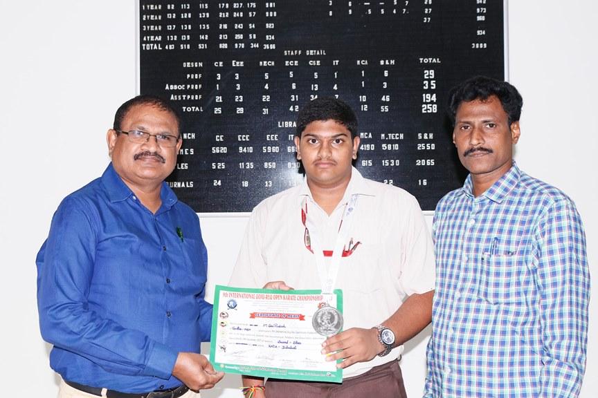 Principal Dr.Y.Mallikarjuna Reddy congratulating M.Sai Prakash